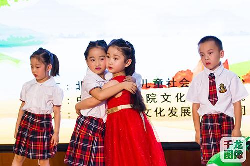 """近日,""""书香家庭""""儿童绘本剧教育系列活动汇报演出在北京市妇女儿童"""