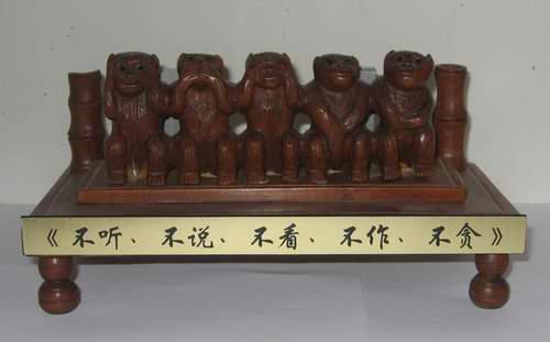 北京璐璐工艺品加工厂;木雕二龙戏珠